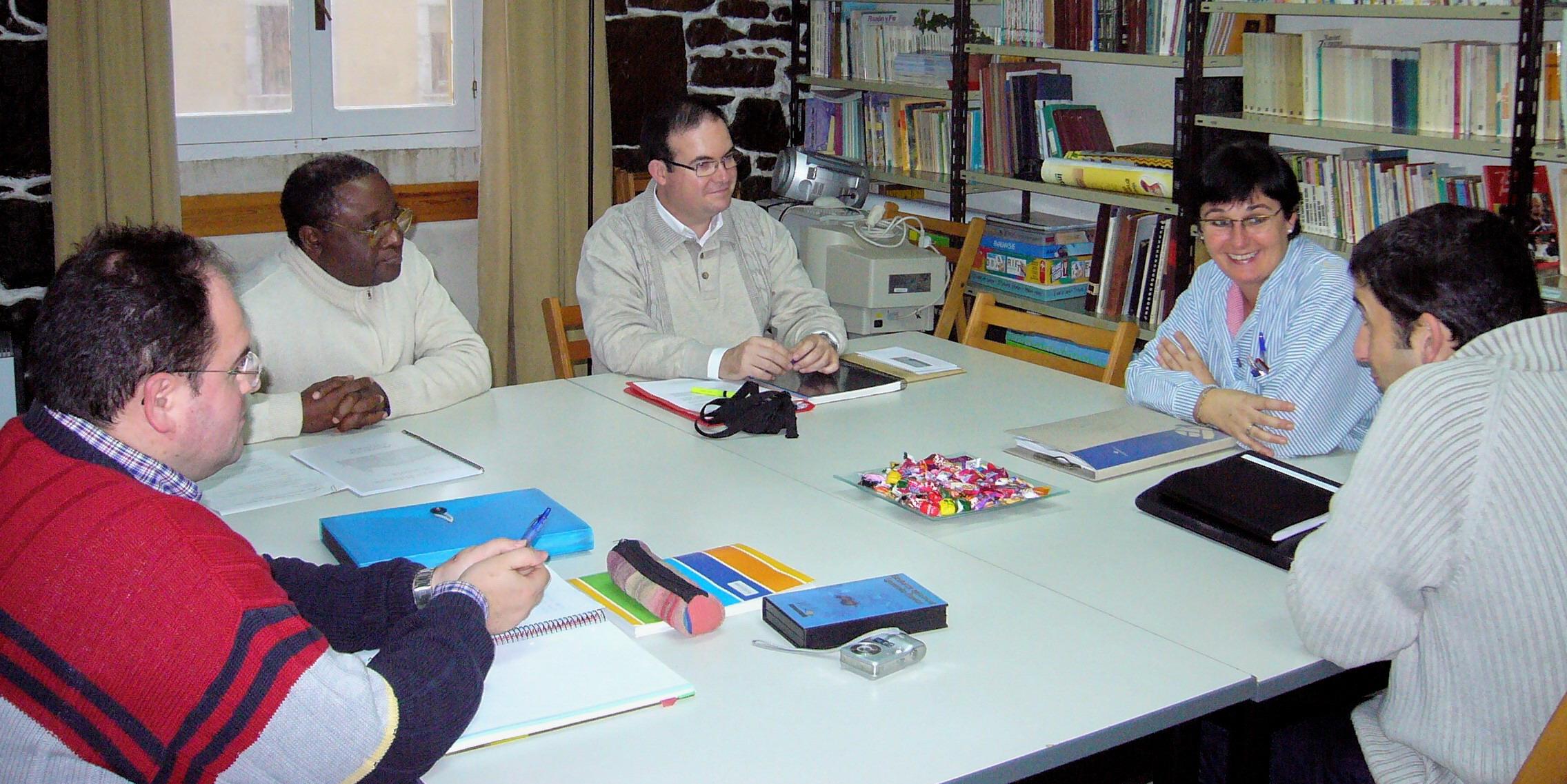 El P. Marcelo Ensema visita el equipo pastoral